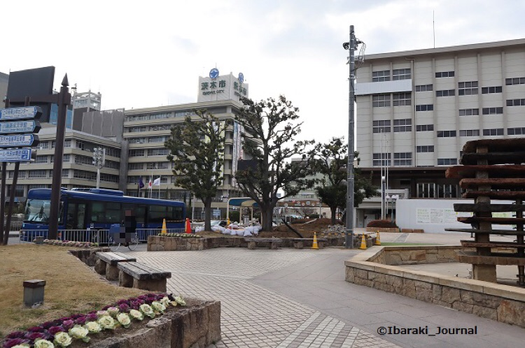 市民会館と茨木市役所IMG_8231