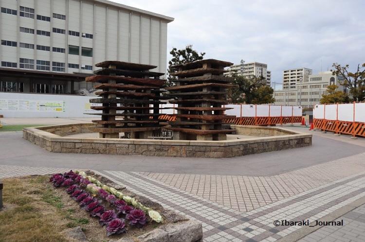 信号側から市民会館と人工台地IMG_8226