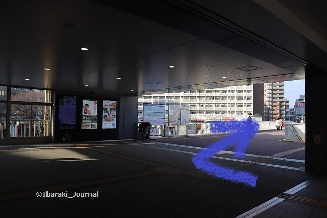1JR茨木駅からバス停へIMG_8449