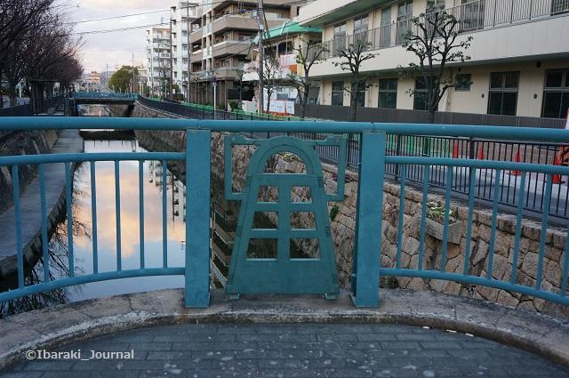 文化財資料館そば杉ヶ本橋に銅鐸DSC00940