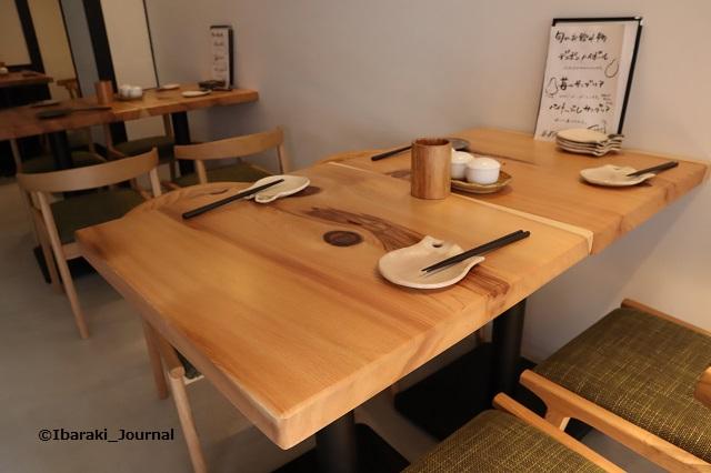 ロココ店内テーブルIMG_9494