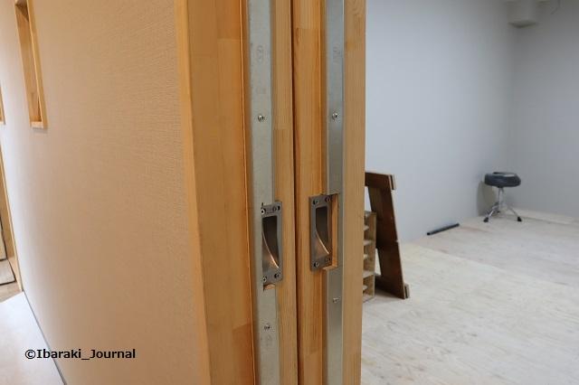 スタジオMSWドアのところIMG_9599