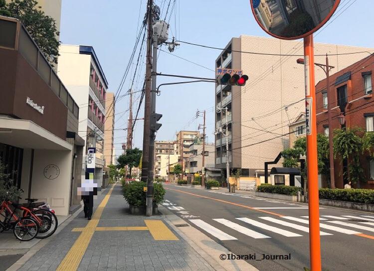 串カツ田中から阪急方面を見たところ