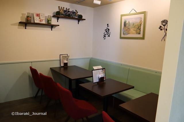 cafeブランシス奥のテーブル席IMG_9987