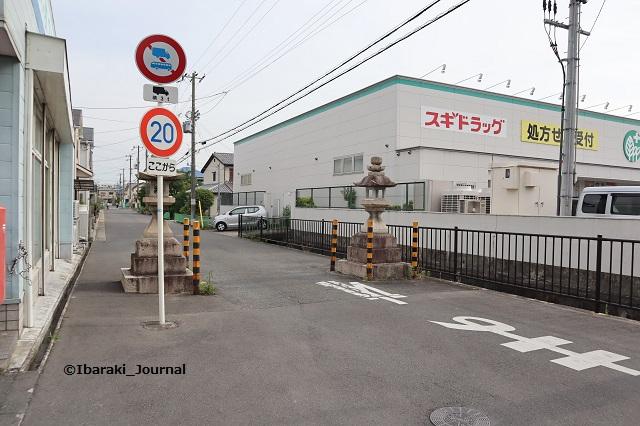 石灯篭から佐奈部神社のほうIMG_0012