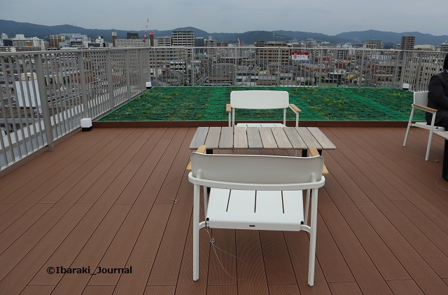 ソーシャルアパートメント屋上ベンチの様子IMG_9911