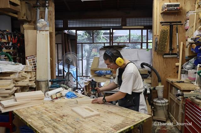 リノベDIY工房で作業する上野さんIMG_0085