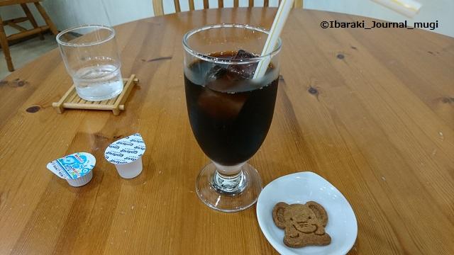 カフェハーモニーでコーヒーとお菓子