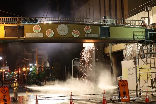 4歩道橋壁面に穴をあける工事とはIMG_0718