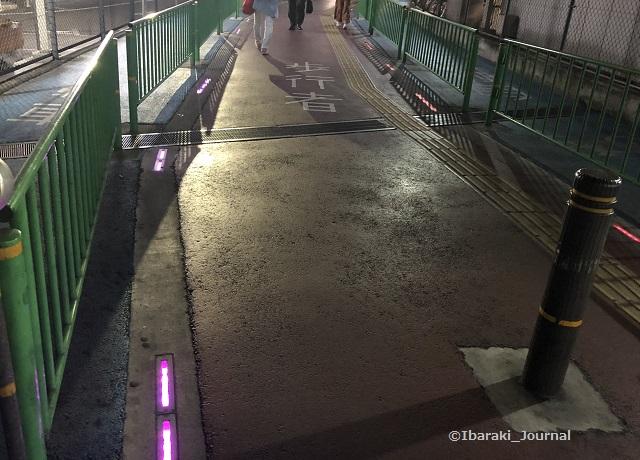 南茨木高架の通路の様子IMG_9402