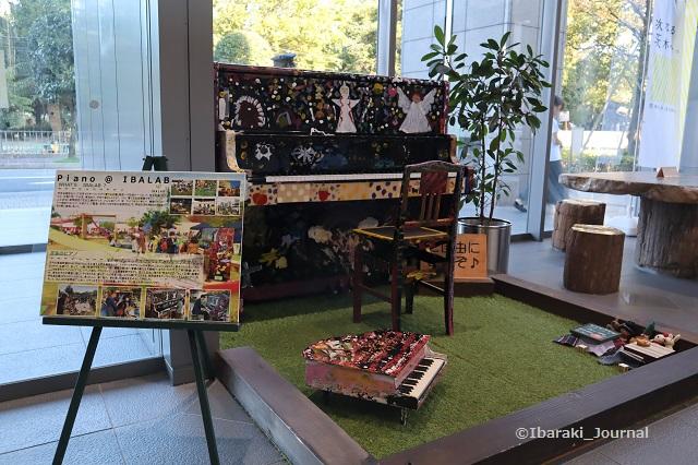 市役所南館ピアノのところIMG_0594