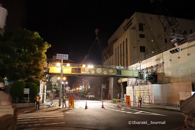 5歩道橋に鎖がついた状態IMG_0733