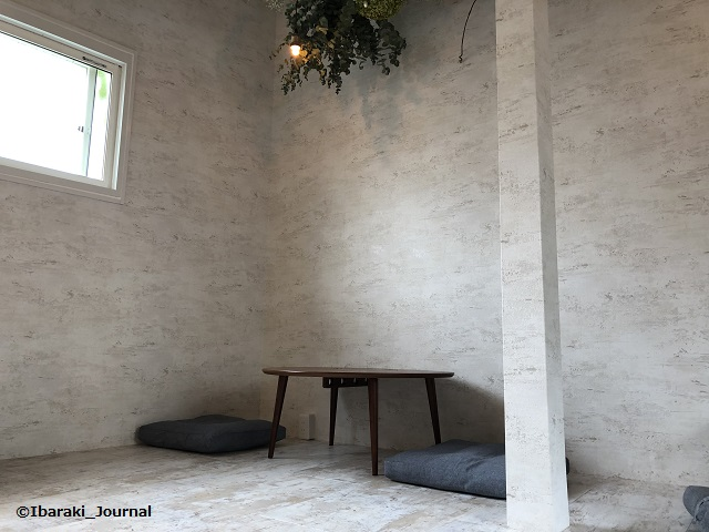1011-2お茶とお花とモンブラン二階のテーブルIMG_9862