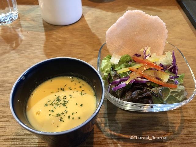 喫茶物語ランチのスープとサラダIMG_1205