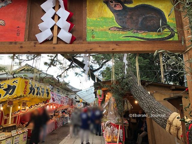 0109茨木神社干支祝い門から鳥居の方Image-1