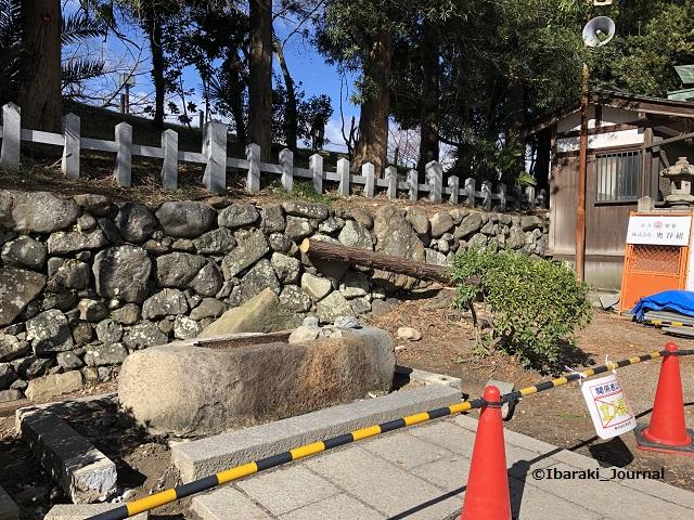 0128茨木神社手水舎があったところIMG_1643