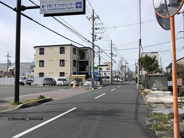 沢良宜コインランドリーから元茨木川緑地のほうを見るIMG_1811