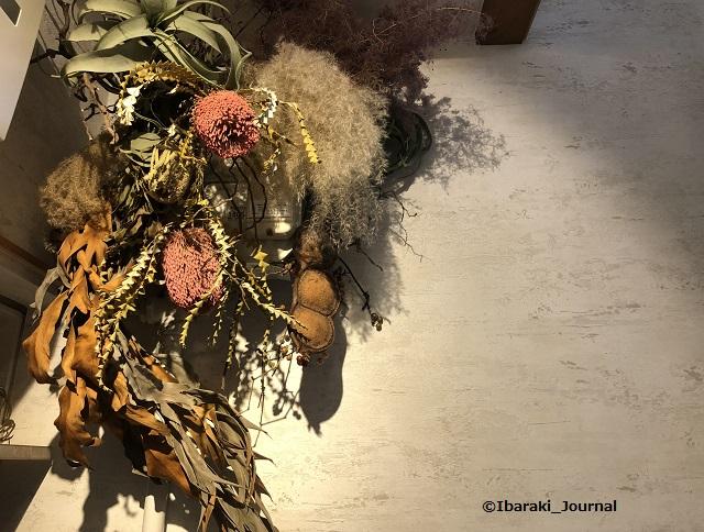 お茶とお花とモンブラン靴箱のところの花IMG_2596
