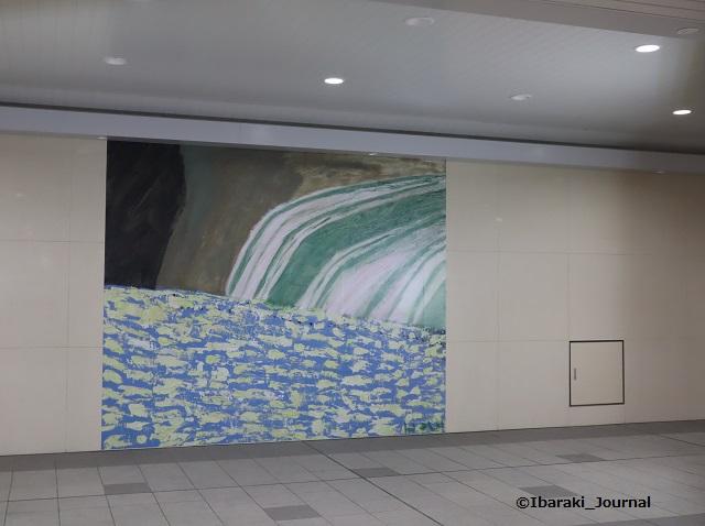 総持寺SOU改札でたところの作品IMG_2294