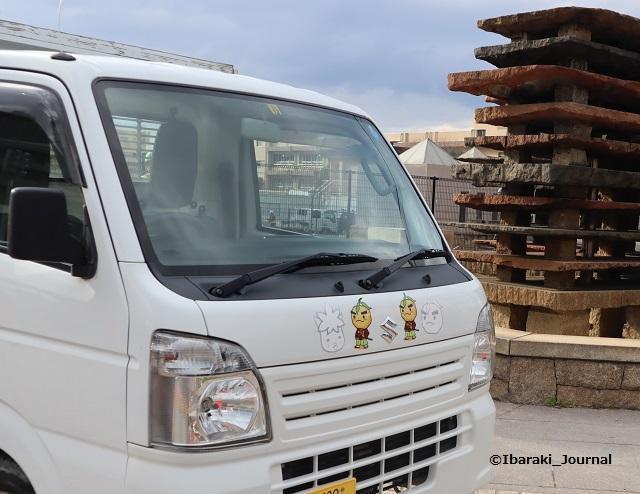 0311市民会館跡地工事の車両でIMG_2042