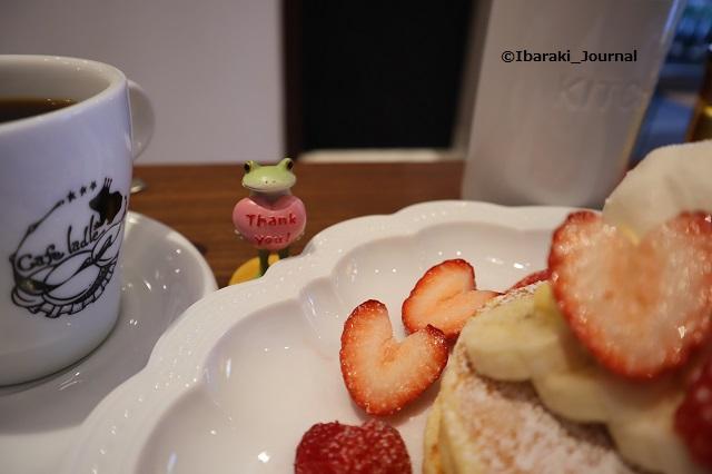 カフェレードルいちごパンケーキとコーヒーIMG_2156