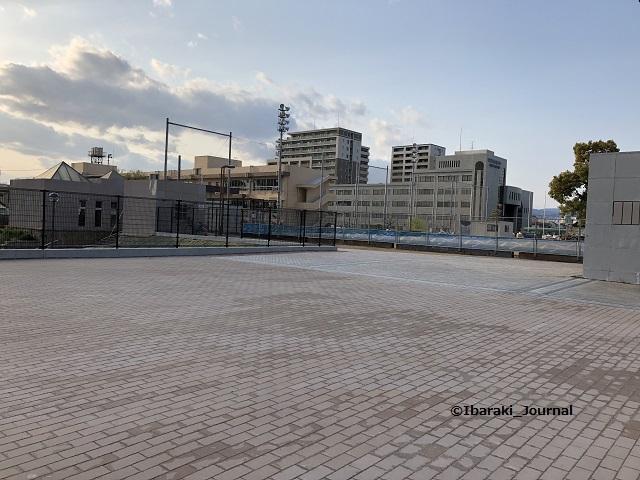 市民会館跡地人工台地の広場IMG_3056