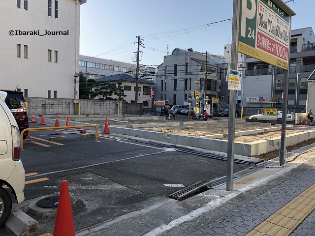 0608阪急茨木駅東パーキングからドットMOXのほうIMG_4439