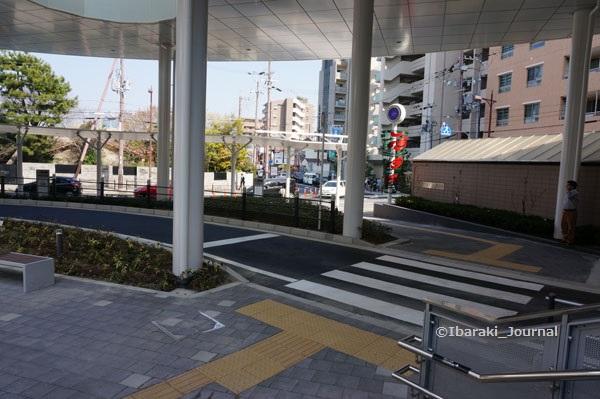 JR茨木東2015年3月31日信号そば時計DSC00196