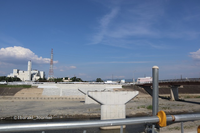20200624あけぼの橋を茨木側からみるIMG_3602