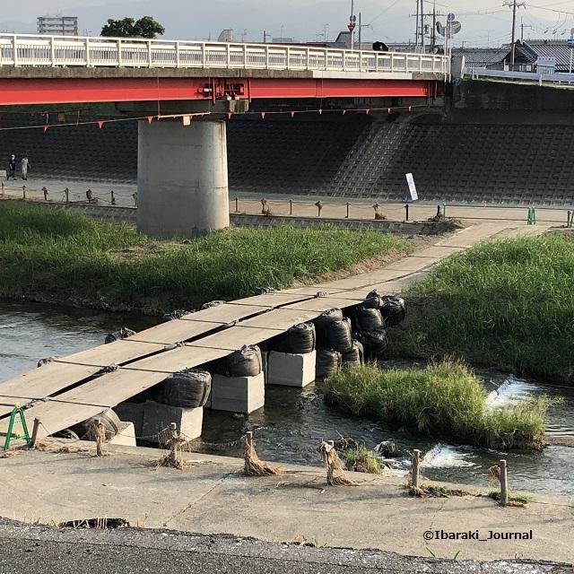 7安威川永久橋のところに工事の橋IMG_6039