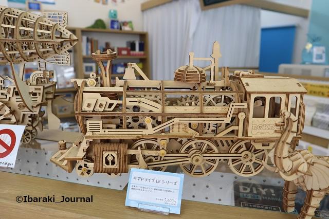 パレットプラザ木製キット機関車IMG_4096