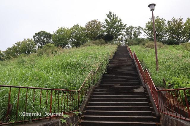 0913山手台公園階段の下からIMG_4327
