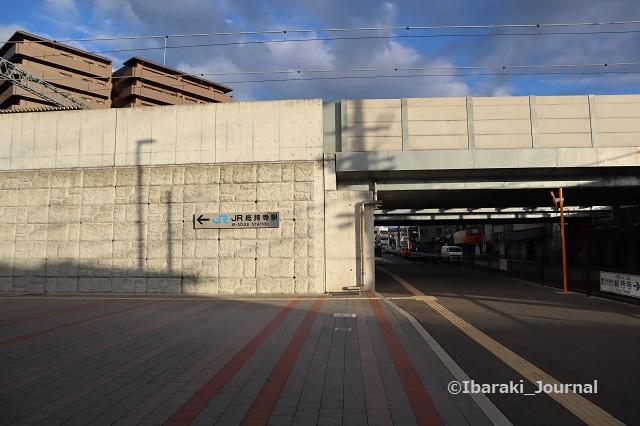10-0927JR総持寺南側通路IMG_4880