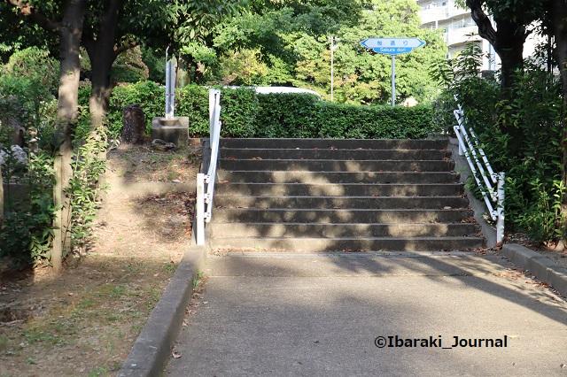 0930-1南茨木緑地階段IMG_4961
