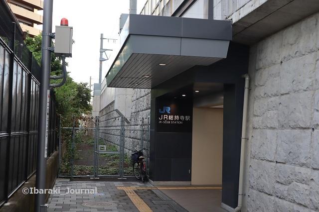 6-0927JR総持寺駅のほうIMG_4859