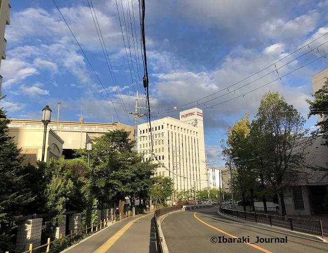 14-阪急総持寺からの道IMG_6899