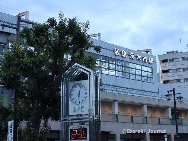 0923阪急茨木市駅東側ロゴIMG_4784