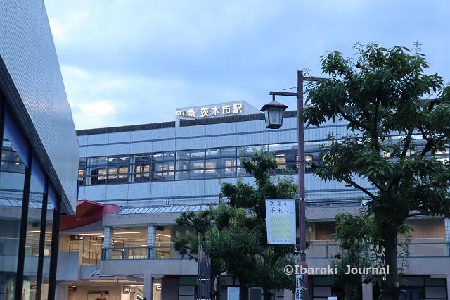 0923阪急茨木市駅東側上の方のロゴIMG_4788