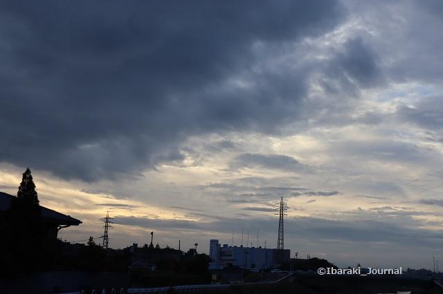 0910春日橋から安威川東の空IMG_4242