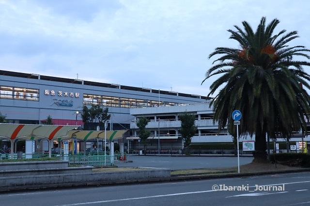 0923阪急茨木市駅西側6時過ぎてからIMG_4791