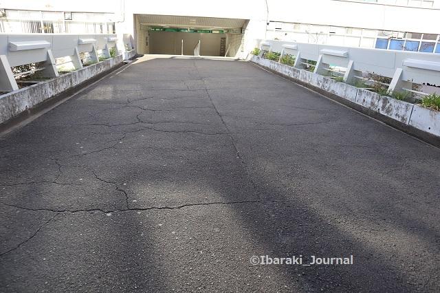 0912阪急ソシオの歩道橋のところ地面IMG_4304
