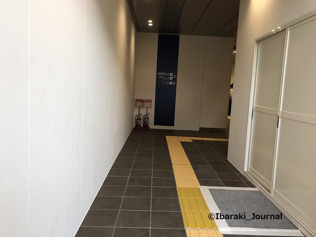 1001南茨木駅エレベーターのほうへIMG_7042