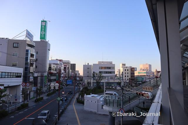 1021阪急茨木市北側から道路を見るIMG_5744