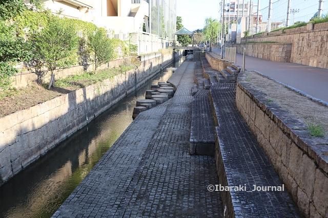 1012-2クリエイトに続く水路IMG_5275