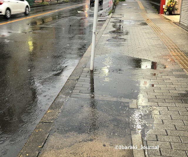 1010雨の道路IMG_7275