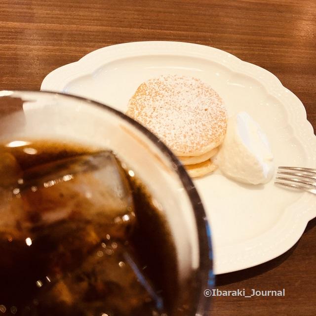 カフェレードルパンケーキとコーヒーIMG_7356