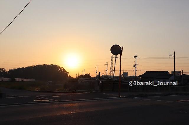 2-1029勝尾寺川から日の出見るIMG_5997