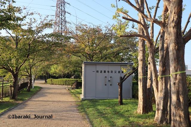 1015-3耳原公園遊歩道防災倉庫もIMG_5356