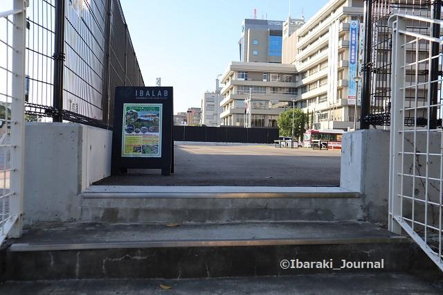1012-3sバフ広場へあがる階段からIMG_5276