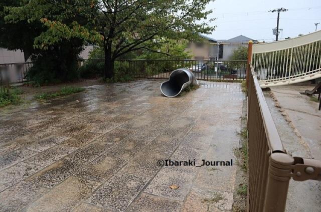 20kk-1008桑田公園石垣上のすべり台入り口IMG_5202